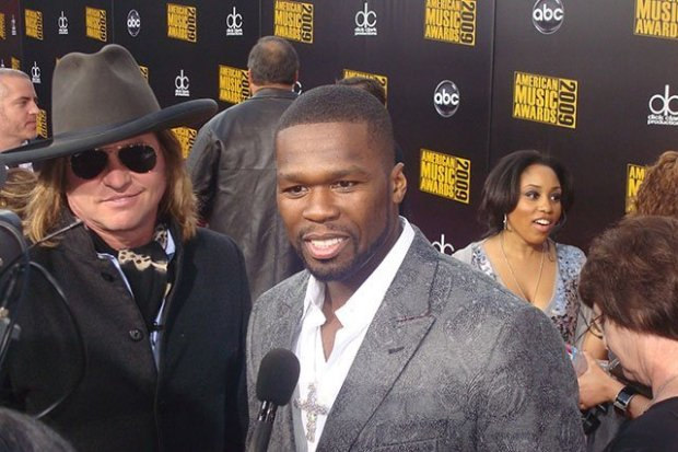 50 Cent (center) with Val Kilmer (L) at the 2009 AMAs, CC-2.0 via Wikipedia.